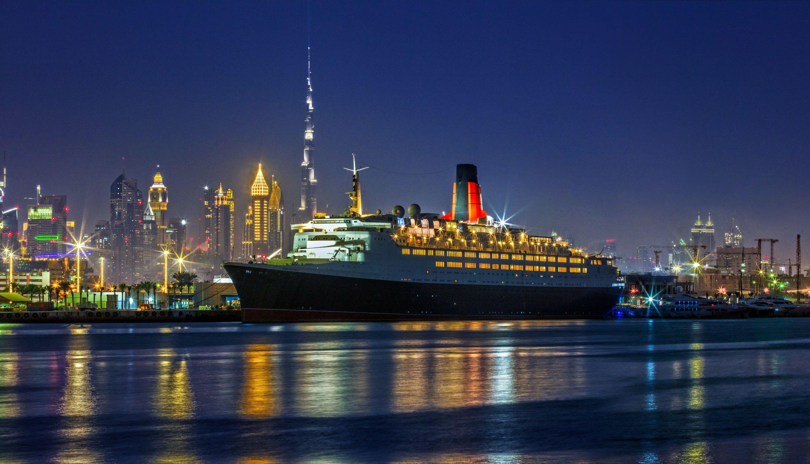 Queen Elizabeth 2 apre come nave hotel a Dubai