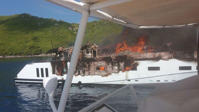 Incendio distrugge quasi completamente Kanga, CCN di 40 metri atteso in anteprima mondiale al Monaco Yacht Show 2018