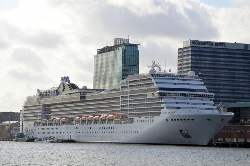La controversa tassa turistica di Amsterdam fa infuriare la Clia