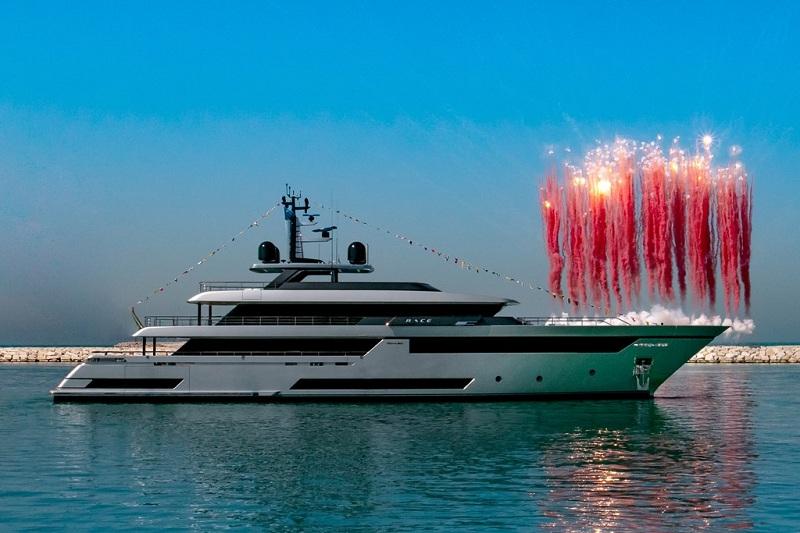 "Varato il primo superyacht Riva 50 Metri M/Y ""Race"""