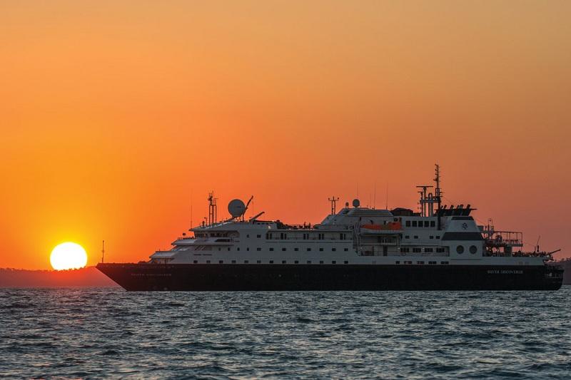 La Belle Des Oceans si incaglia a Phi Phi Island, danni allo scafo