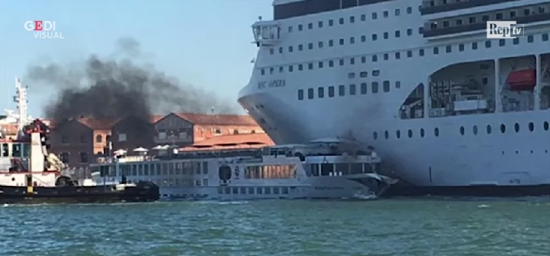 MSC Opera urta violentemente la River Countess a Venezia: 5 feriti