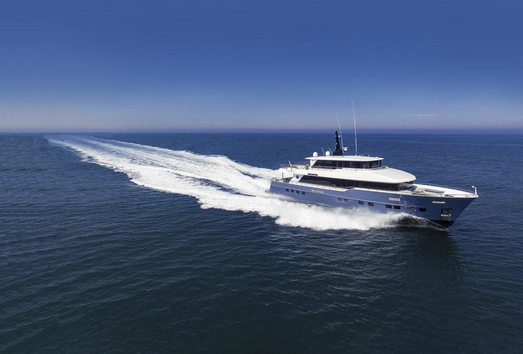 Nomad 95 SUV: lo yacht compatto per navigare lontano ma con stile