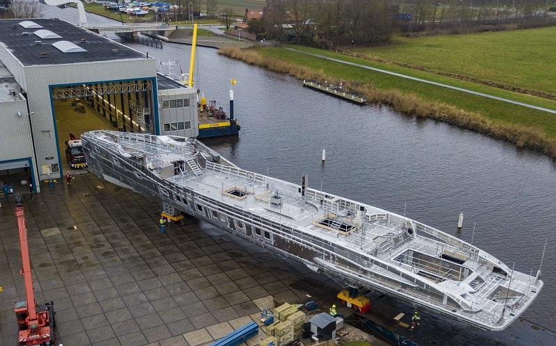 Assemblato scafo e sovrastruttura del 55 metri Project Phi