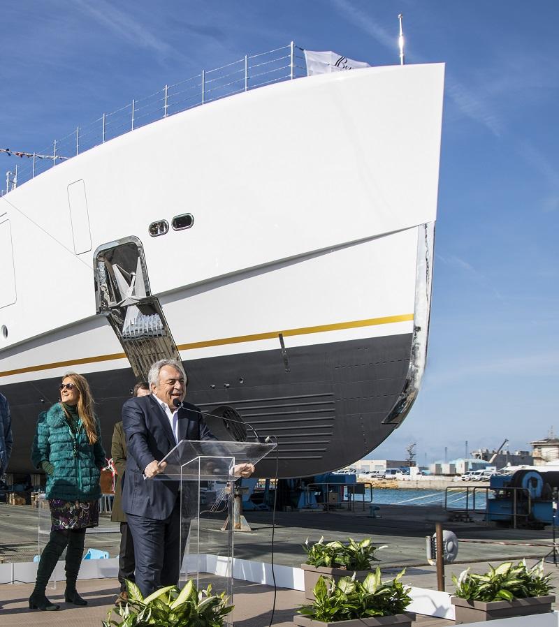Benetti vara FB273, superyacht custom di 70 metri