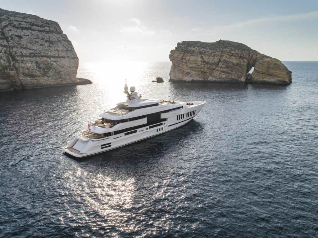 "Life Saga vincitore nella categoria ""Motor Yacht Over 60 meters"" agli International Yacht & Aviation Awards 2020"