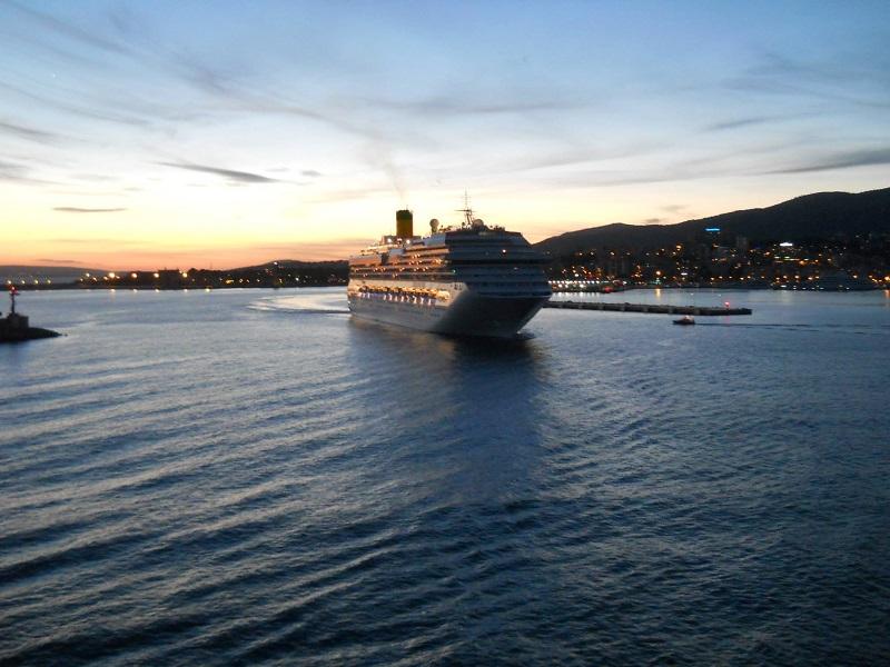 Costa Pacifica fa rotta verso La Spezia, altre tre navi Costa ancora alla ricerca di un porto