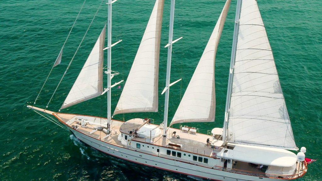 Tagliato del 20% il prezzo di Loretta, 57 metri a vela in vendita da Northrop & Johnson