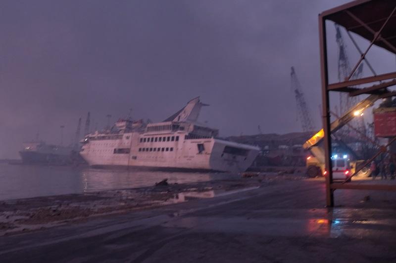 L'esplosione a Beirut investe e affonda la Orient Queen