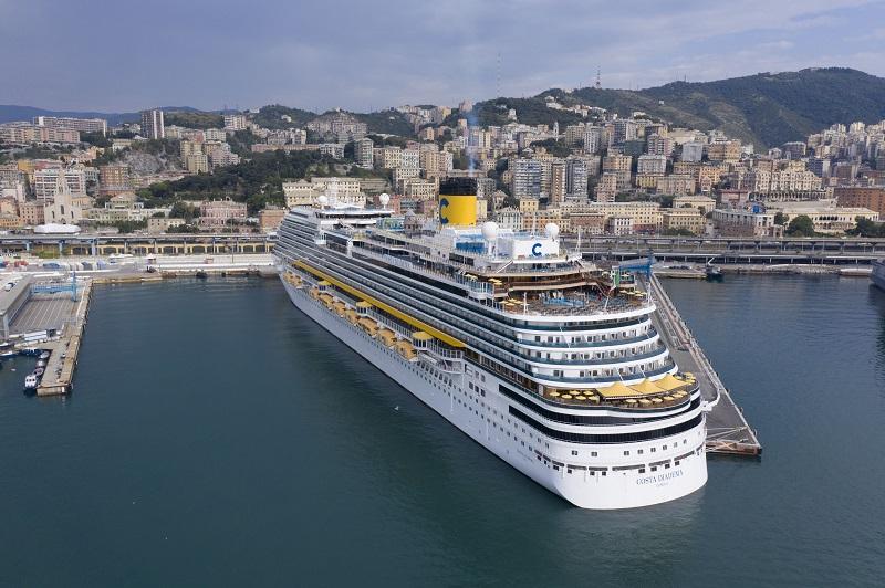 Costa Diadema riprende il mare da Genova