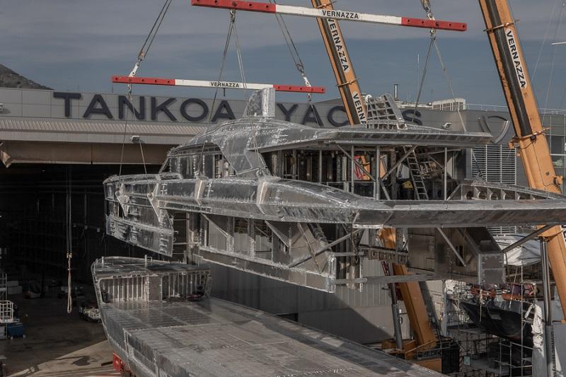 Procede la costruzione del nuovo Tankoa S501 Hybrid e il cantiere programma l'ampliamento della produzione