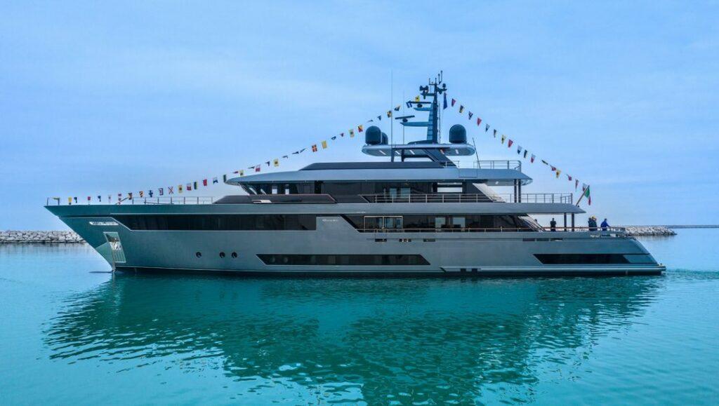 """Varato il Riva 50 Metri M/Y """"Fifty"""": il Made in Italy firmato Riva Superyachts Division fa sognare il mondo"""