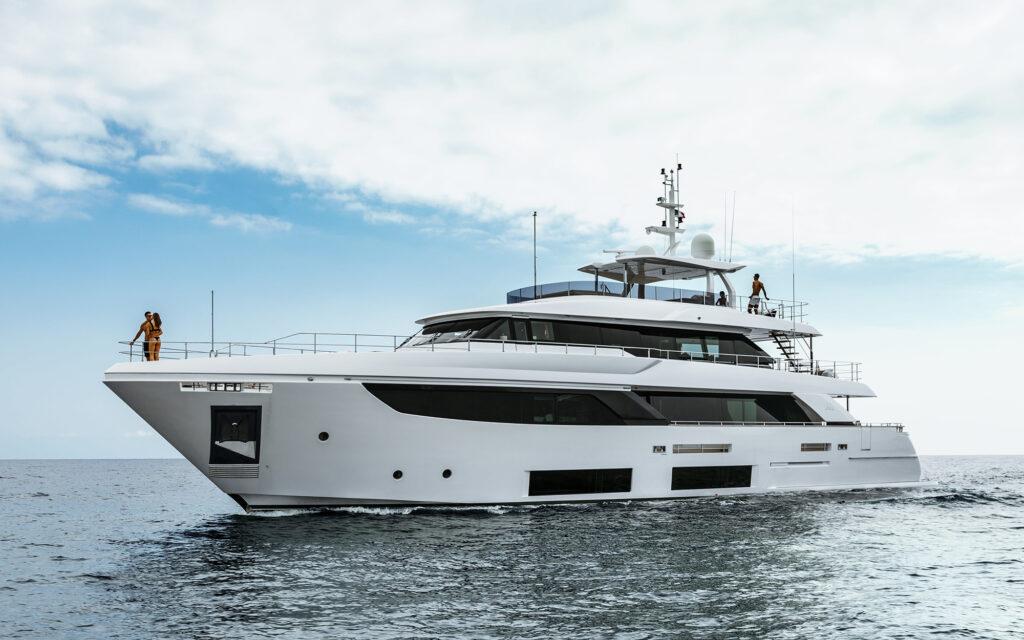 Custom Line Navetta 33 M/Y Six December in vendita da Camper & Nicholsons