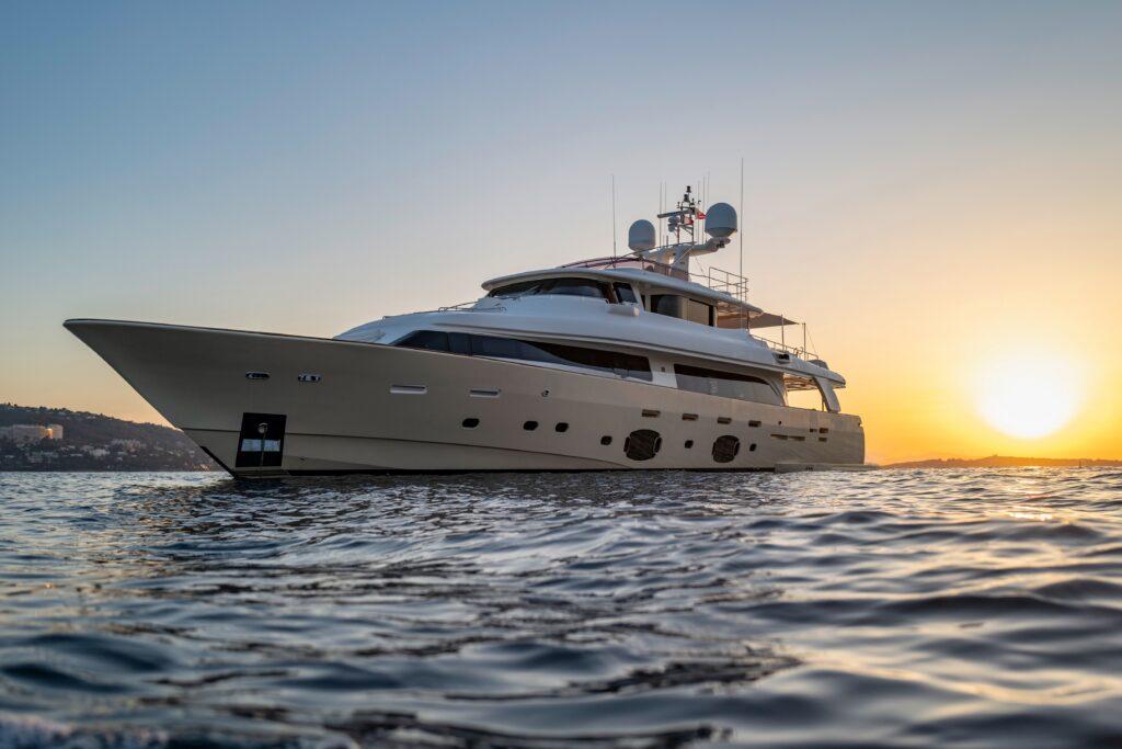 Custom Line Navetta 33 M/Y Best Off disponibile per il charter da Ekka Yachts