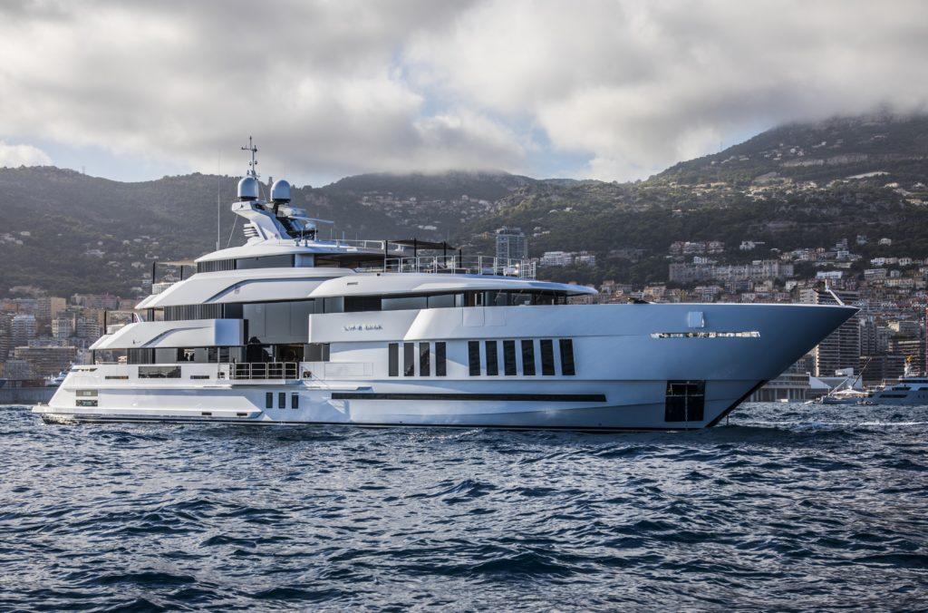 Life Saga, il megayacht di 65 metri firmato Admiral