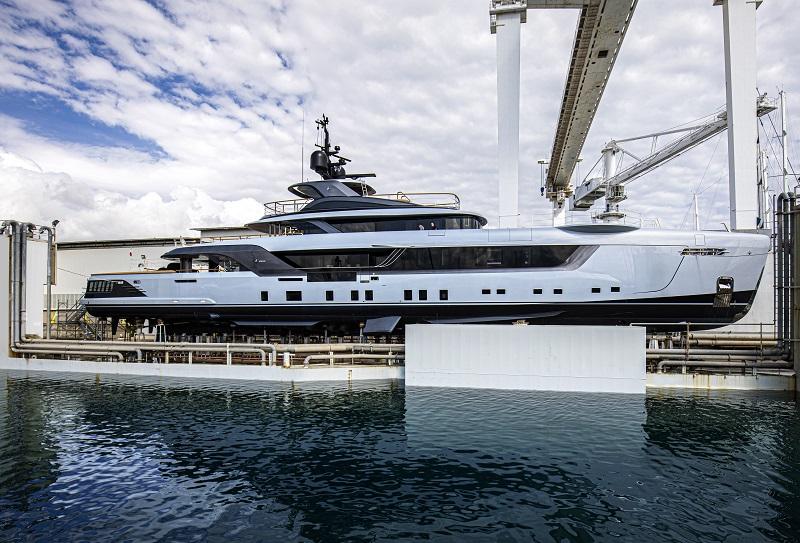 Varato Geco, Admiral di 55 metri dal design accattivante ed innovativo