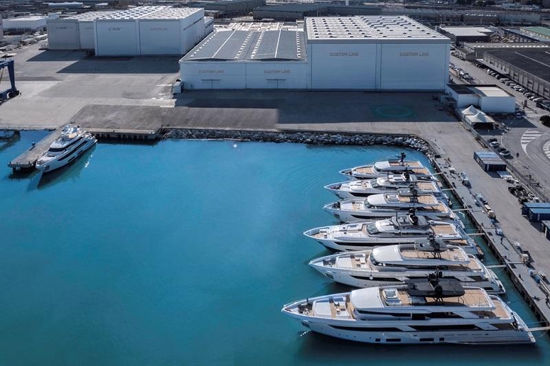Un nuovo yacht Custom Line Navetta 30 è sceso in mare, icona di stile e charme