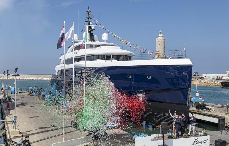 Benetti vara Zazou, yacht full custom di 65 metri