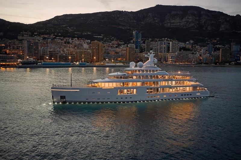Il giga yacht Luminosity di Benetti a Monaco questo weekend